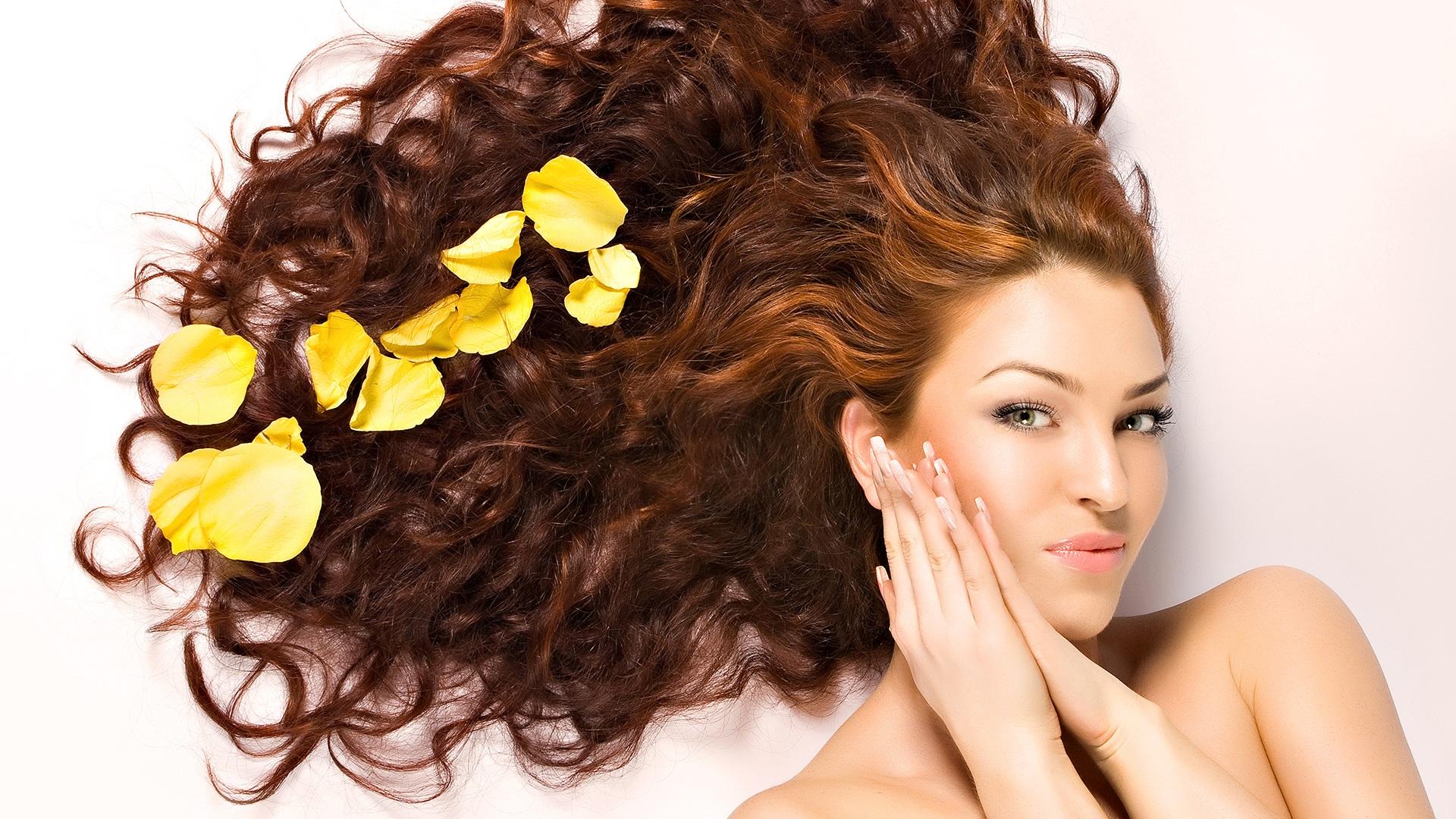 Как эффективно увлажнить сухие волосы: народные средства