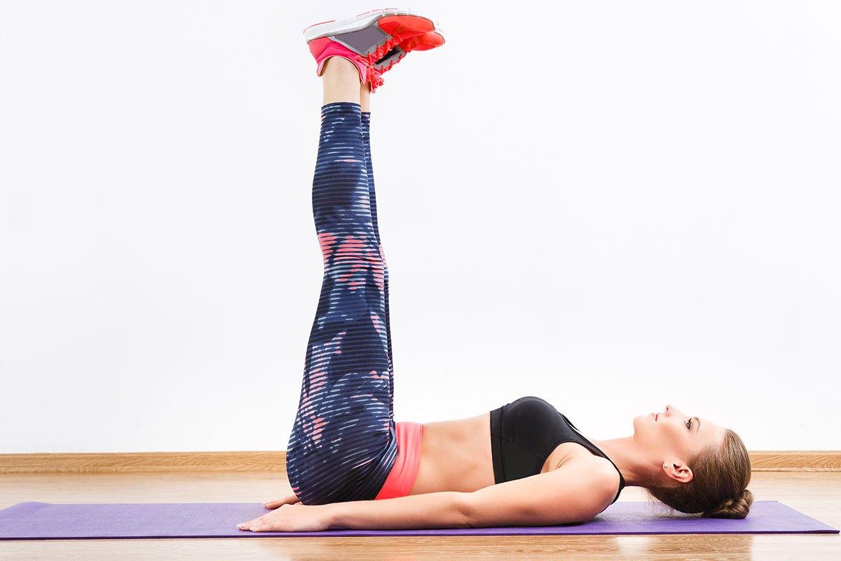Как делать упражнение поднимаем ножки фото