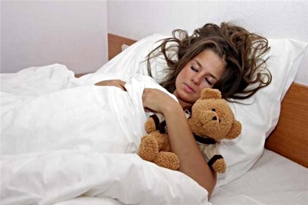 На сайте 22 ответа на вопрос подскажите,почему когда сплю на спине постоянно(!) снятся кошмары?
