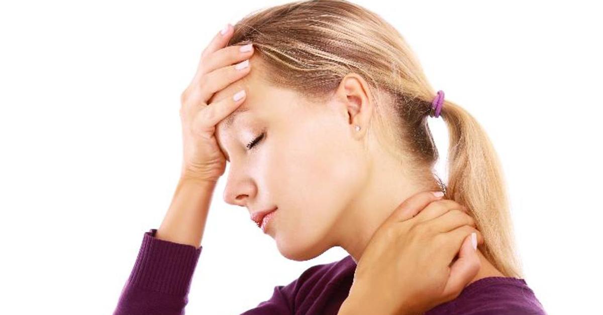 От чего повышается давление и болит голова